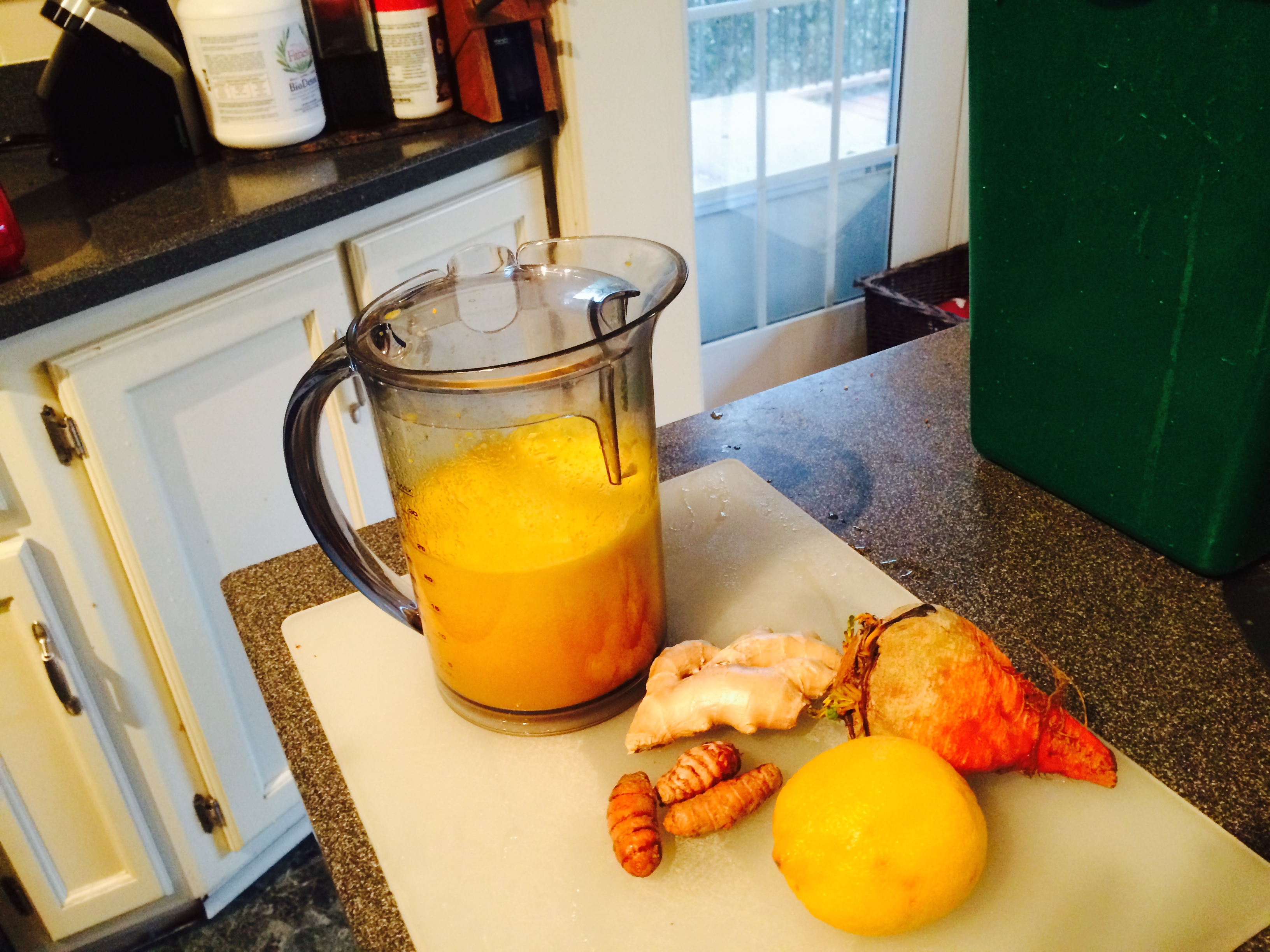 """Natural Healing Remedy for Pain: Juice Recipe"""
