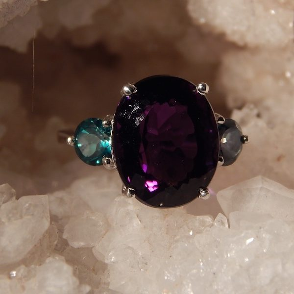8.63 CT. OVAL AMETHYST AND CHROME DIOPSIDE GEMSTONE RING